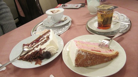 Cafe Schaefer: Torta della Foresta Nera e Bavarese alla fragola