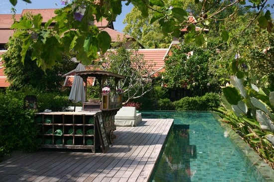 Siripanna Villa Resort and Spa Chiang Mai: Quadrant swimming canal starting & arriving in the pool