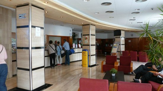 GHT Hotel Maritim : le hall de l'hôtel
