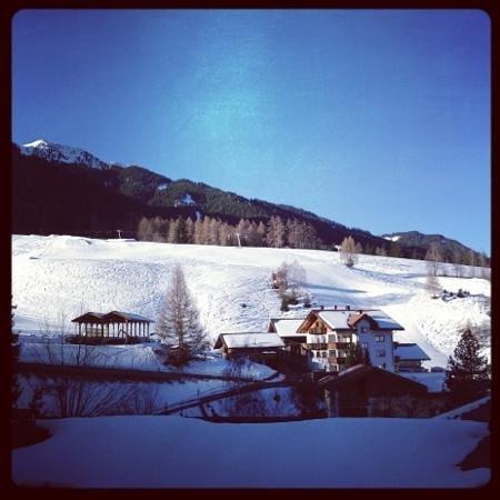 Edelweiss Hotel Ristorante: pista rossa con skilift
