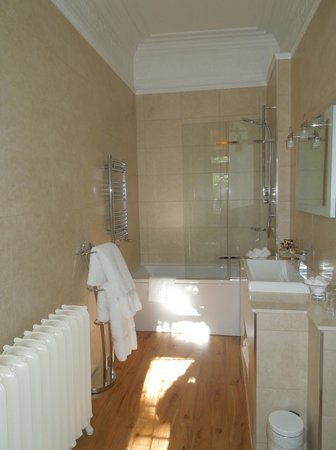 Fischer's Baslow Hall: Haddon Room - bathroom