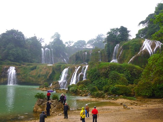 China and Vietnam Friendship Pass: most beautiful water falls created by underwater current