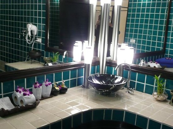 Boomerang Village Resort : Salle de bain avec douche