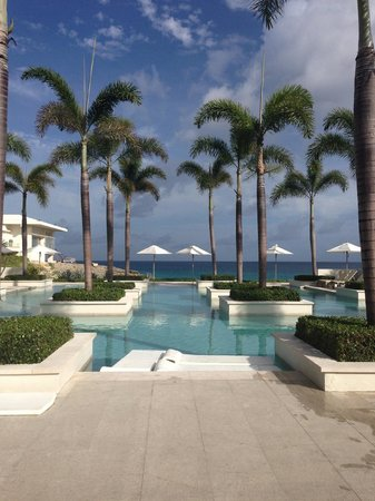 Four Seasons Resort and Residences Anguilla: It really is as pretty as the pictures!