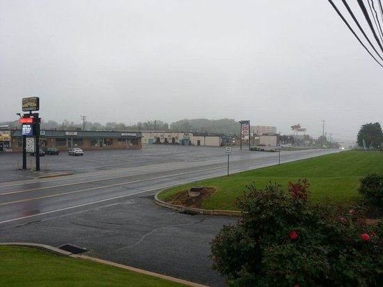 La Quinta Inn & Suites Harrisburg Airport Hershey: Location