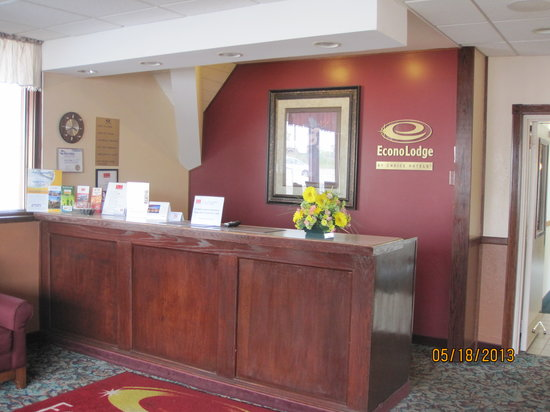 Econo Lodge: Front Desk