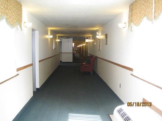 Econo Lodge : Hallway