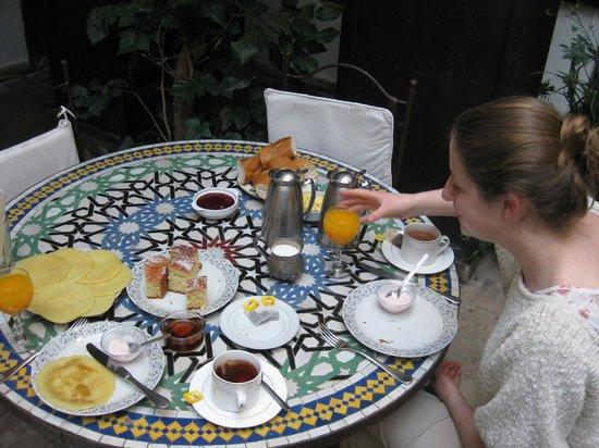 Dar Abiad: breakfast