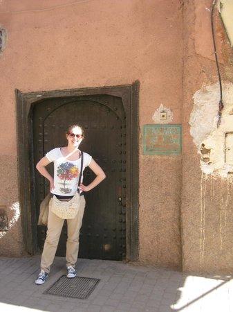 Dar Abiad: entrance door to riad (no clue of the beauty behind it...)