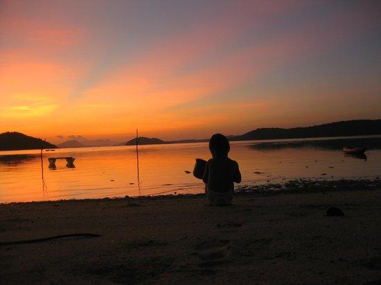Coral Bay Beach & Dive Resort: Tidlig morgen