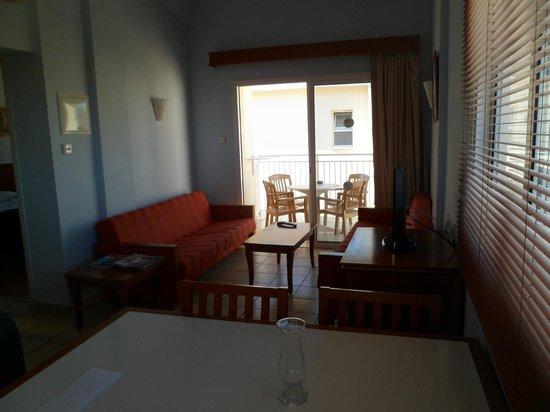 Tasia Maris Gardens Apartments: Lounge Area 13B