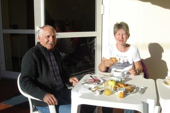 Hotel Saint Jacques : Petit déjeuner au soleil