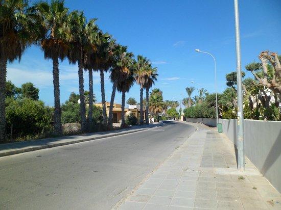 Tasia Maris Gardens Apartments: 1min walk to beach from Tasia Maris Gardens