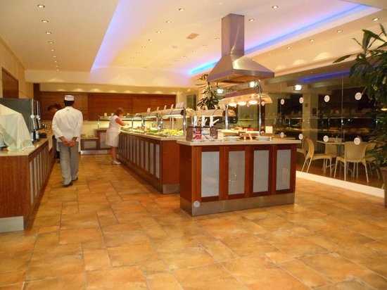 Tasia Maris Gardens Apartments : Buffet Selection Restaurant