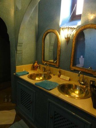 Riad Samsara: salle de bain chambre Jaracanda
