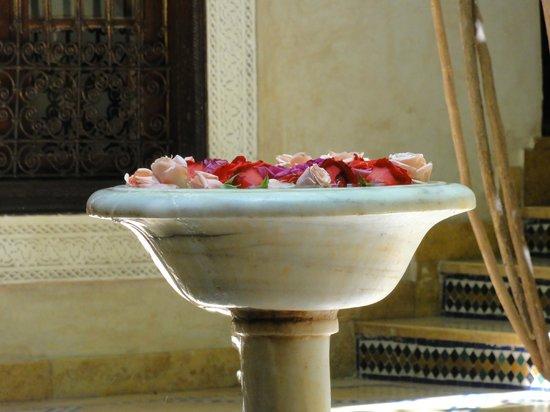 Riad Samsara: patio, toujours des roses fraiches