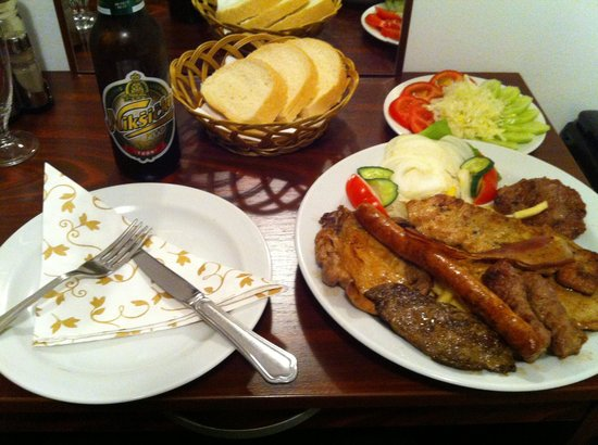 Evropa Hotel: Mixed grill €6