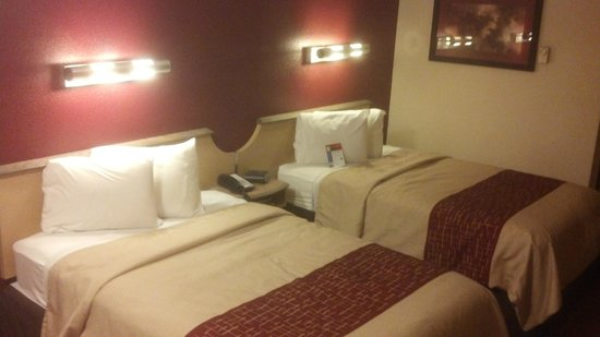Red Roof Inn Charleston - Kanawha City: Beds