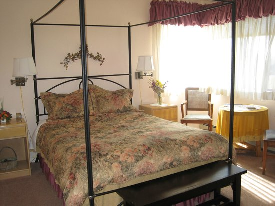 Roundstone Farm Bed and Breakfast Inn: Ridge Room