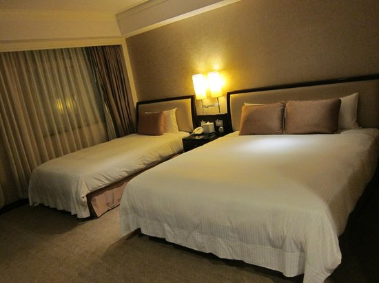 City Lake Hotel Taipei: Comfortable bed for 3