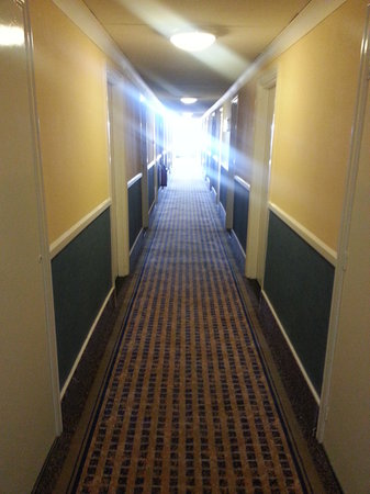 Holiday Inn Washington: 1980's interiors - reminded me of The Shining