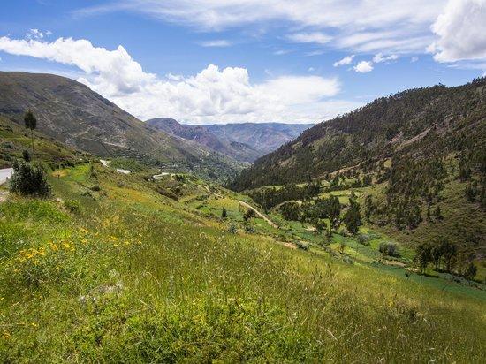 Hacienda Santa Maria: View of Tarma Hillsides