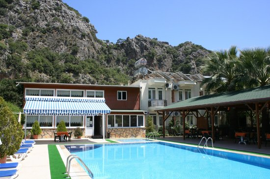 Canada Hotel Cirali Olympos : Vew of hotel and pool