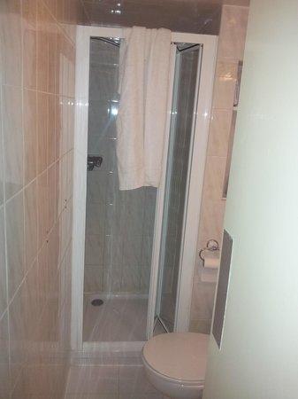 Avonmore Hotel: sale de bain