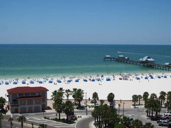Pier House 60 Marina Hotel: beach