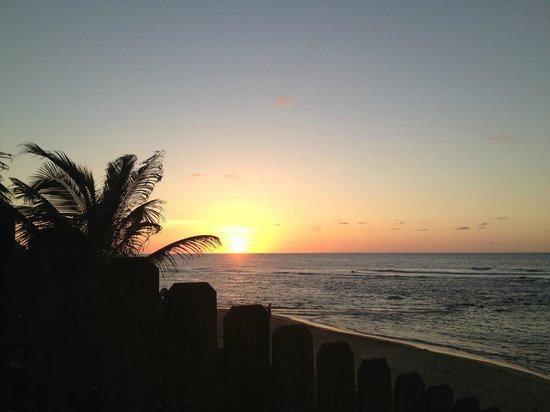 Villa Tropical Oceanfront Apartments on Shacks Beach: Sunset at Shacks Beach