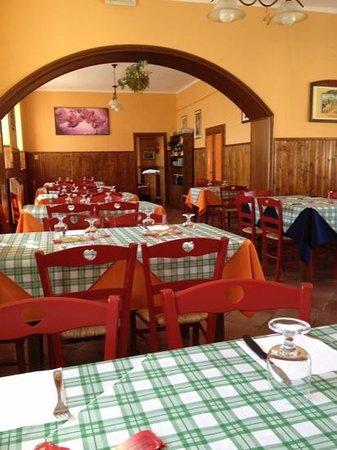 Vecchia Osteria Ancarano Sopra : sala
