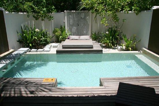 Coco Bodu Hithi: Privat Pool zur Beach Villa mit open Dusche