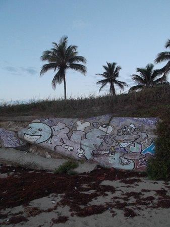 Playas de Este: Ruines artistiques au petit matin du 29 avril 2012.