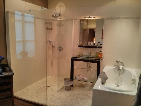 La Cimentelle : Salle de bain Chambre Honoré