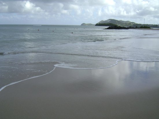 Rendezvous Resort: walk along the beach