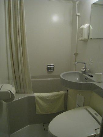 Petit Hotel Kochi : バスタブはさすがに狭いですが、実用的には問題なさそう
