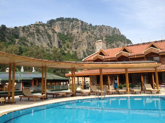 BC Spa Hotel : View of mountains from pool
