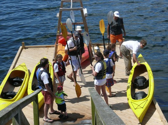 Spruce Point Inn Resort and Spa: Getting ready for kayaking