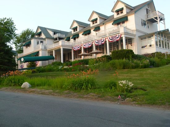 Spruce Point Inn Resort and Spa : The beautiful Inn