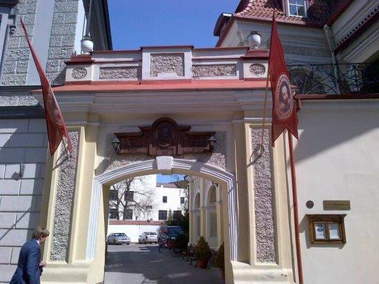 Entrance of the Shakespeare Hotel Restaurant