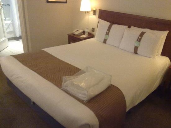 Holiday Inn Basingstoke - Comfortable bed