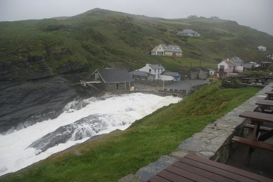 Port William Inn: Coastline at high tide