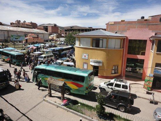 Hostal Colonial del Lago: bus stop