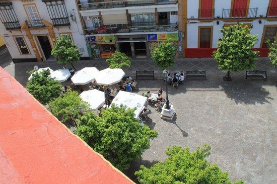 Hostel One Sevilla Centro: piazzetta vista dal terrazzo