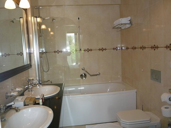 Royal Princess Hotel: Ensuite bathroom