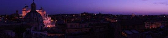 Hotel Pace Helvezia: Blick über Rom vom Dach