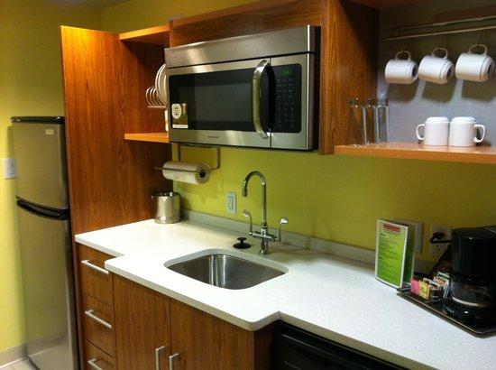 Home2 Suites by Hilton Nashville Vanderbilt: Kitchenette area