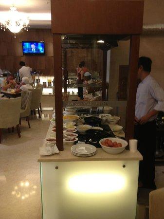 Grand Silverland Hotel & SPA: Bufé desayuno.