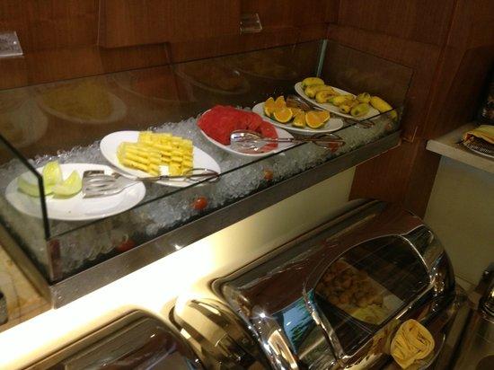 Grand Silverland Hotel & SPA: Bufé desayuno