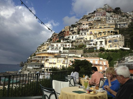 Hotel Buca di Bacco: View from breakfast area